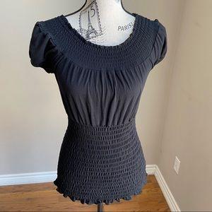 black top w/elastic banding off shoulder - M